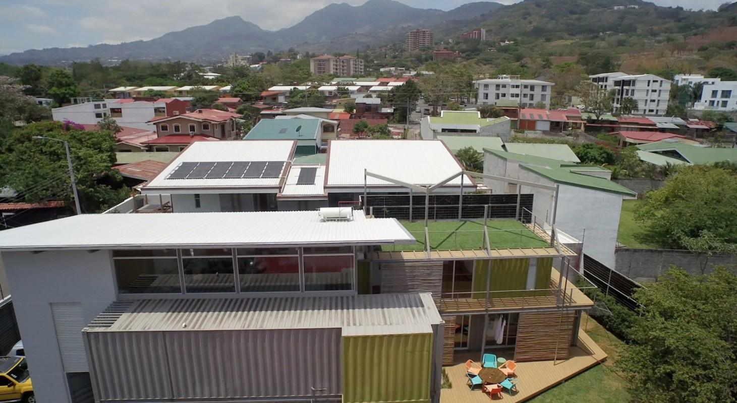 Une maison container au costa rica echo logis for Habitat container
